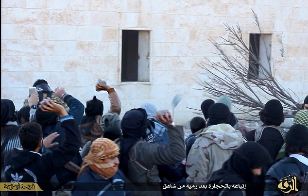 ISIS savages murder another 'gay' man in Syria: Man thrown off roof, mob swarms to pelt corpse with rocks