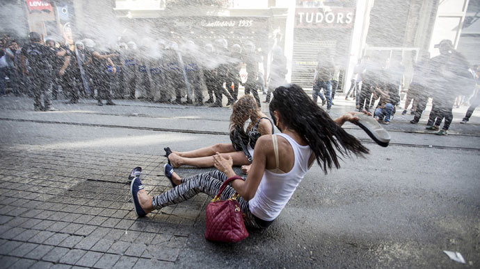 Police fire water cannon & rubber bullets at gay pride Istanbul parade